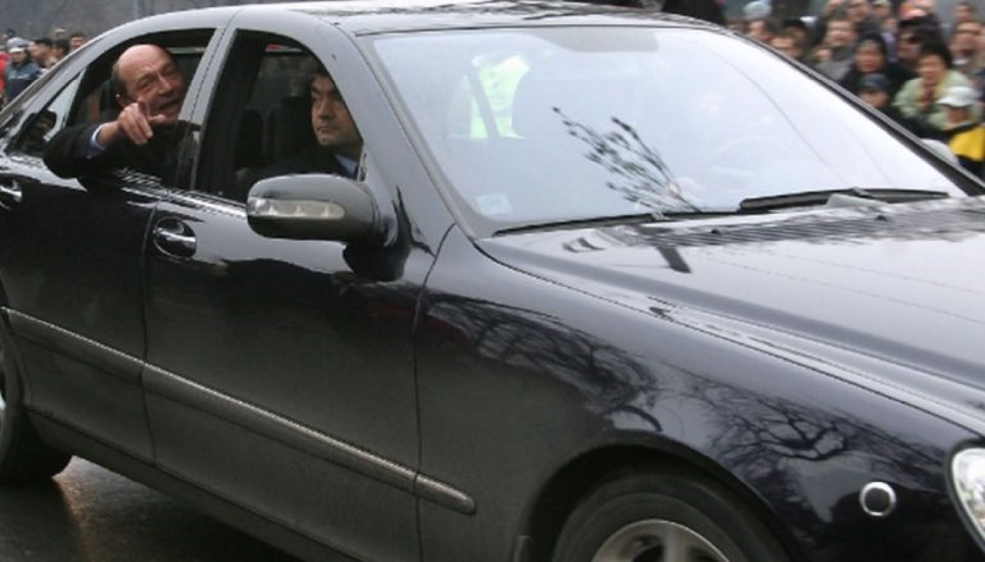 Coloana oficială a fostului președinte, Traian Băsescu a fost implicată într-un accident în capitală