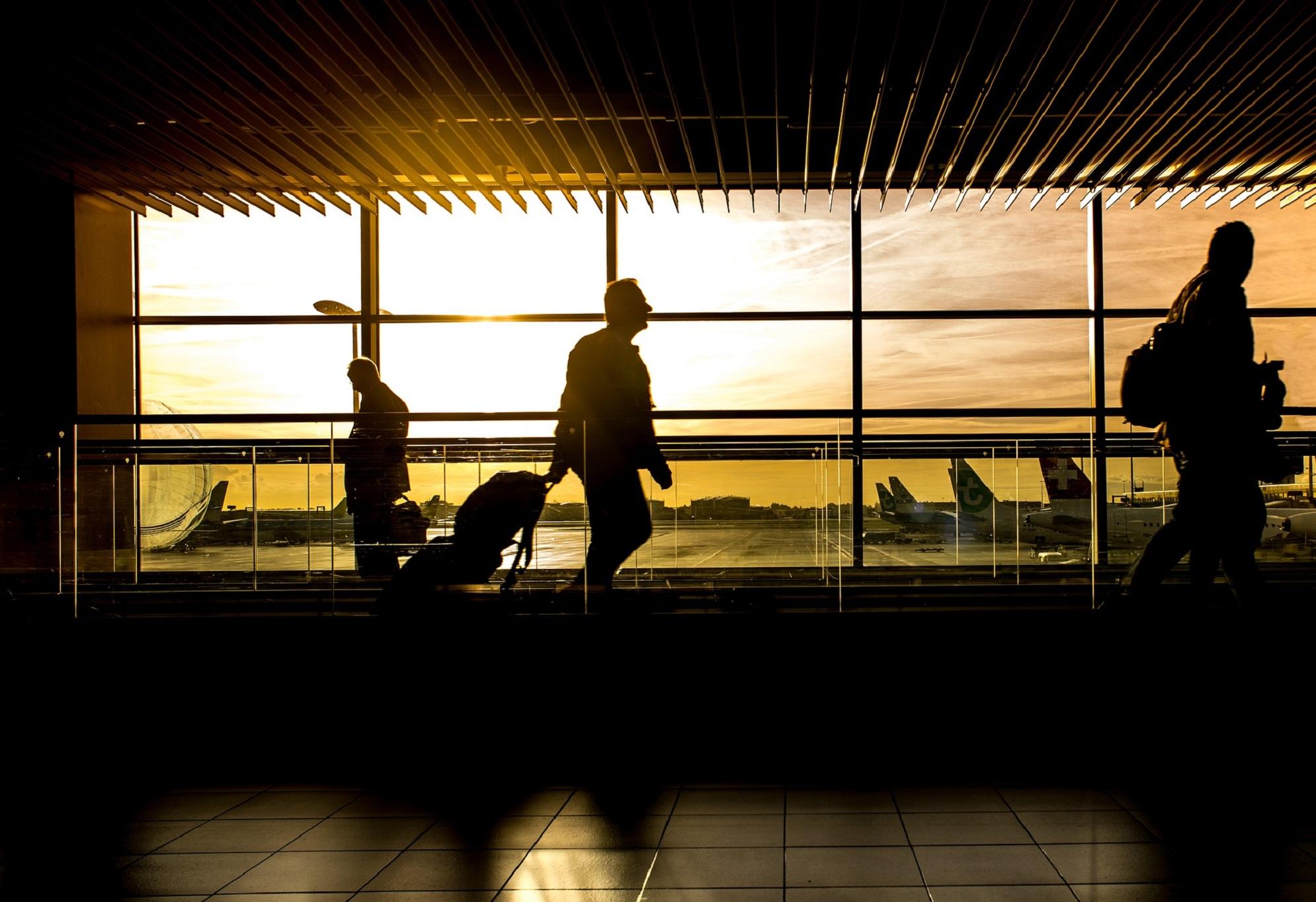 Regulile de respectat în avion și aeroport începând cu luna iunie