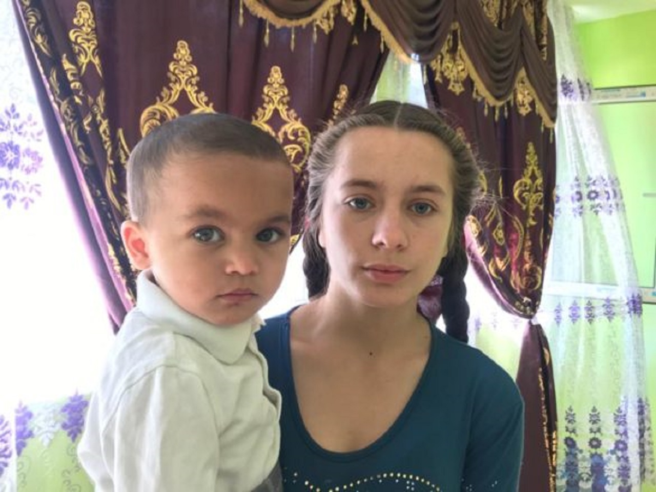 Povestea de viață a Reginei, fata româncă adoptată și crescută de un cuplu de căldărari