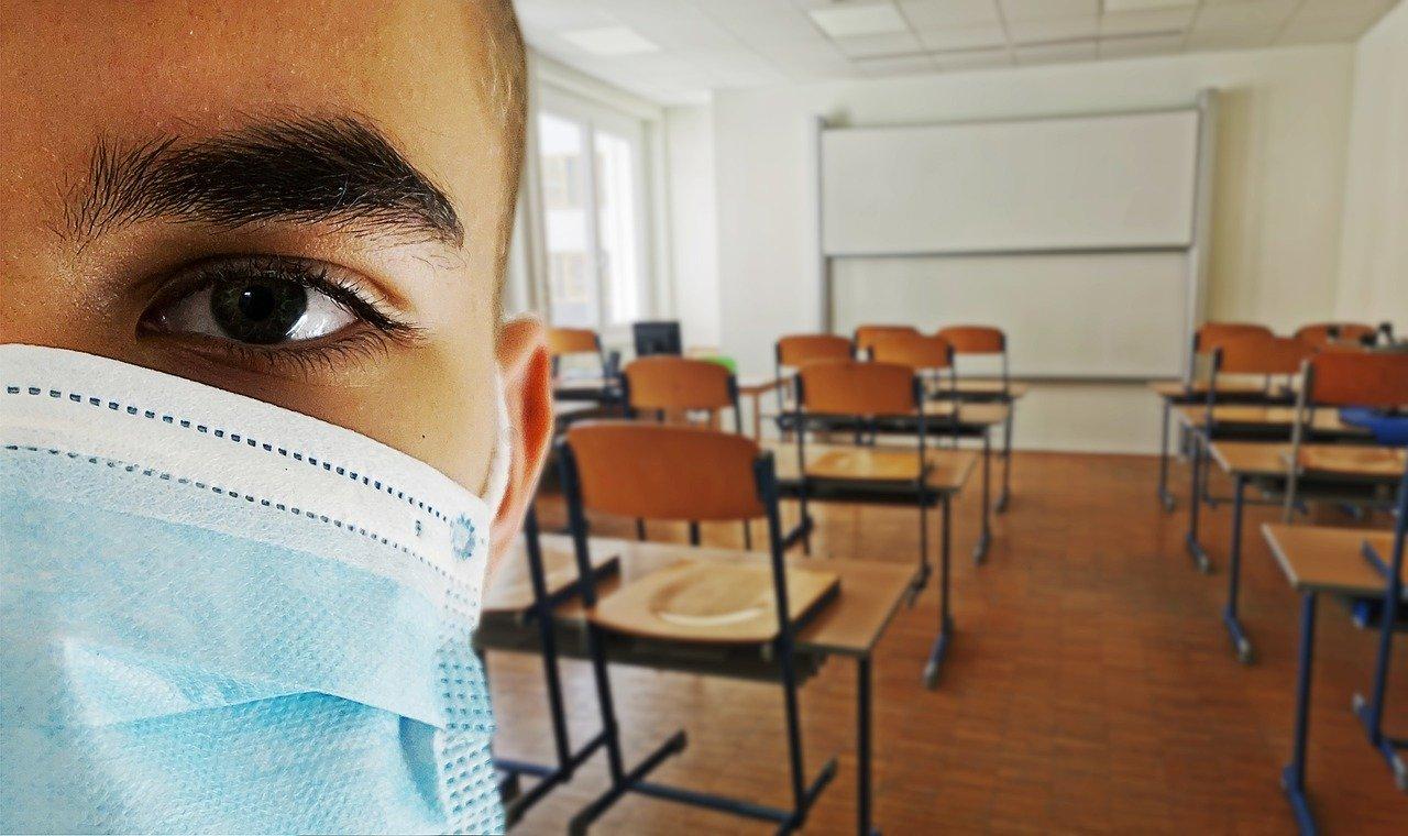 Vești noi pentru elevi! Masca de protecție, obligatorie în timpul pregătirii și examenelor