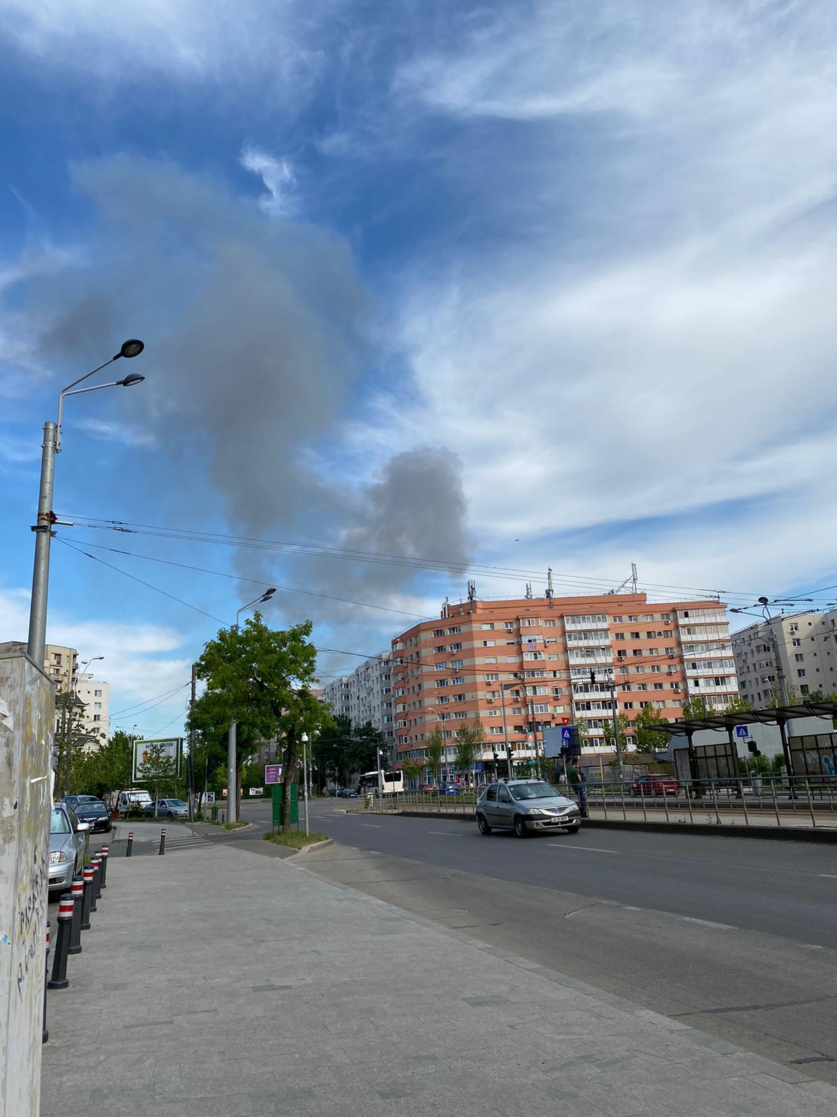 Incendiu în Titan, fum dens deasupra străzilor Rebreanu și 1 decembrie în București