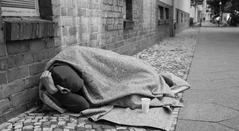 """Un om fără adăpost a fost amendat pentru că a fost prins pe stradă """"fără un motiv întemeiat"""""""