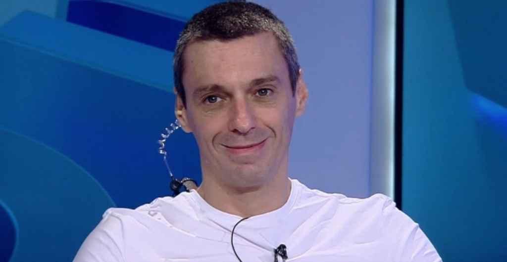 Mircea Badea s-a tuns singur, noua lui frizura