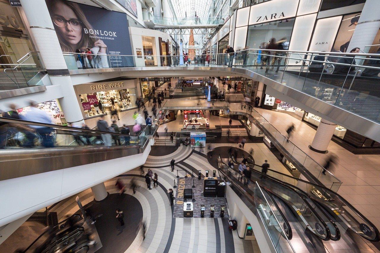 Proprietarii mallurilor cer Guvernului să-i lase să deschidă: Doar privind încasările, pierderile sunt de 750 de milioane de euro