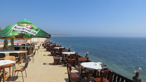 Se redeschid terasele de la 1 iunie și plajele din 15 iunie. OFICIAL, regulile însă sunt dure