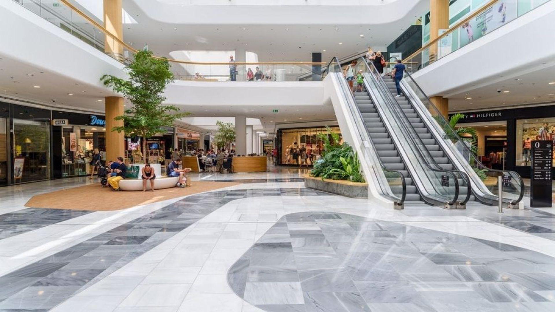 Se deschid mall-urile, dar magazinele rămân închise două zile. Retailerii intră în grevă și protestează