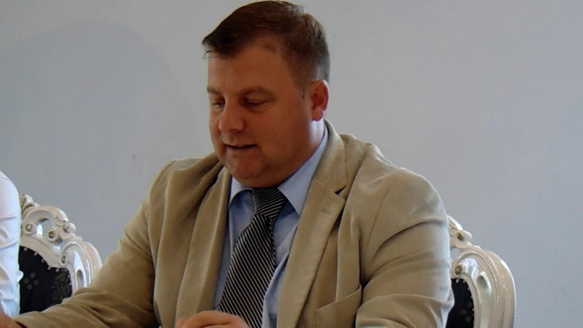 """Un primar din Alba a fost blocat de Facebook pentru că a vrut să cumpere """"puicuțe tinere la o lună"""""""