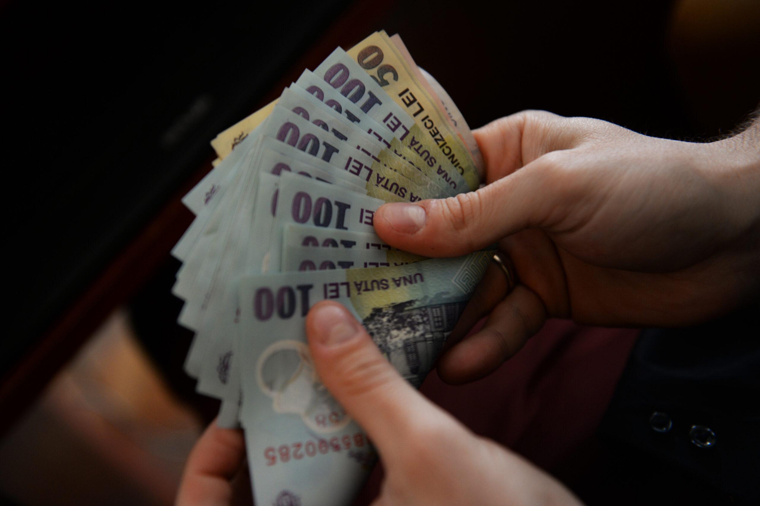 Vești bune pentru români! Apar 11 noi tipuri de salarii minime. Vor fi plătiți în funcție de studii