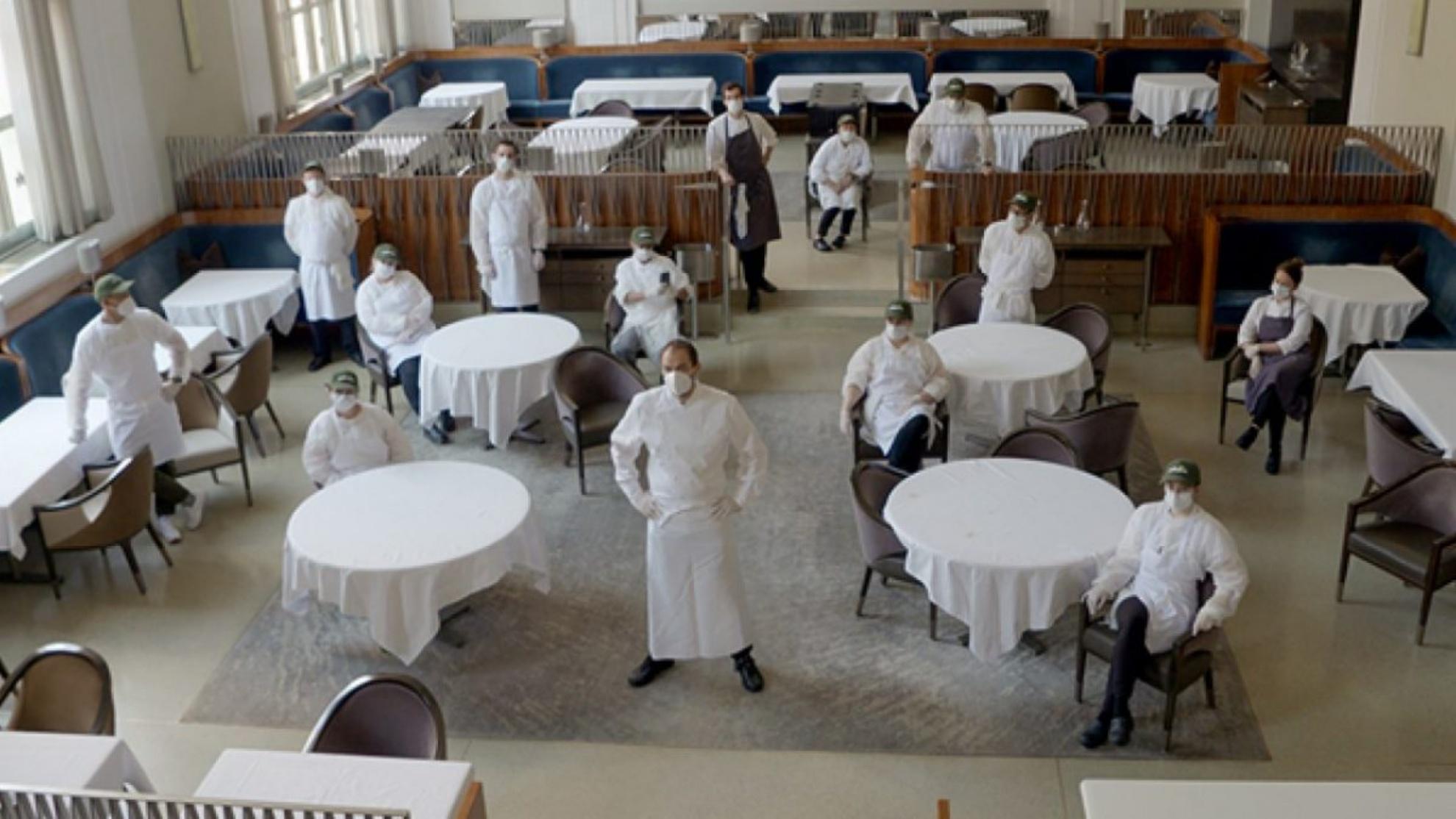 Restaurantele au început să aplice taxa Covid-19. Ce spune ANAF