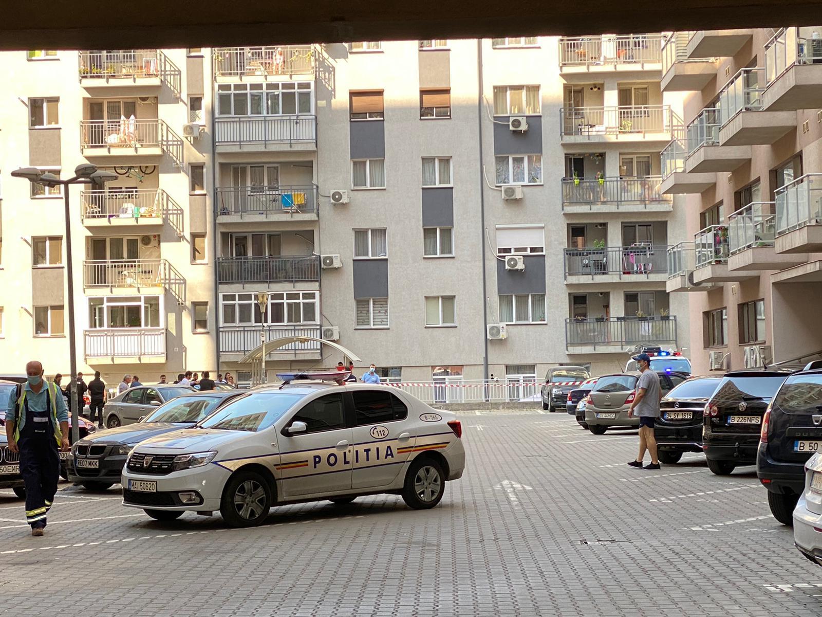 Un bărbat cu probleme psihice s-a aruncat de la etajul 6 al unui bloc din Capitală