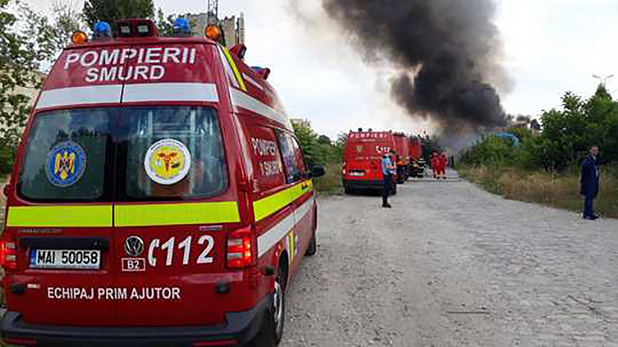 Incediu puternic la CFR! Ard vagoane întregi în Calea Giulești VIDEO