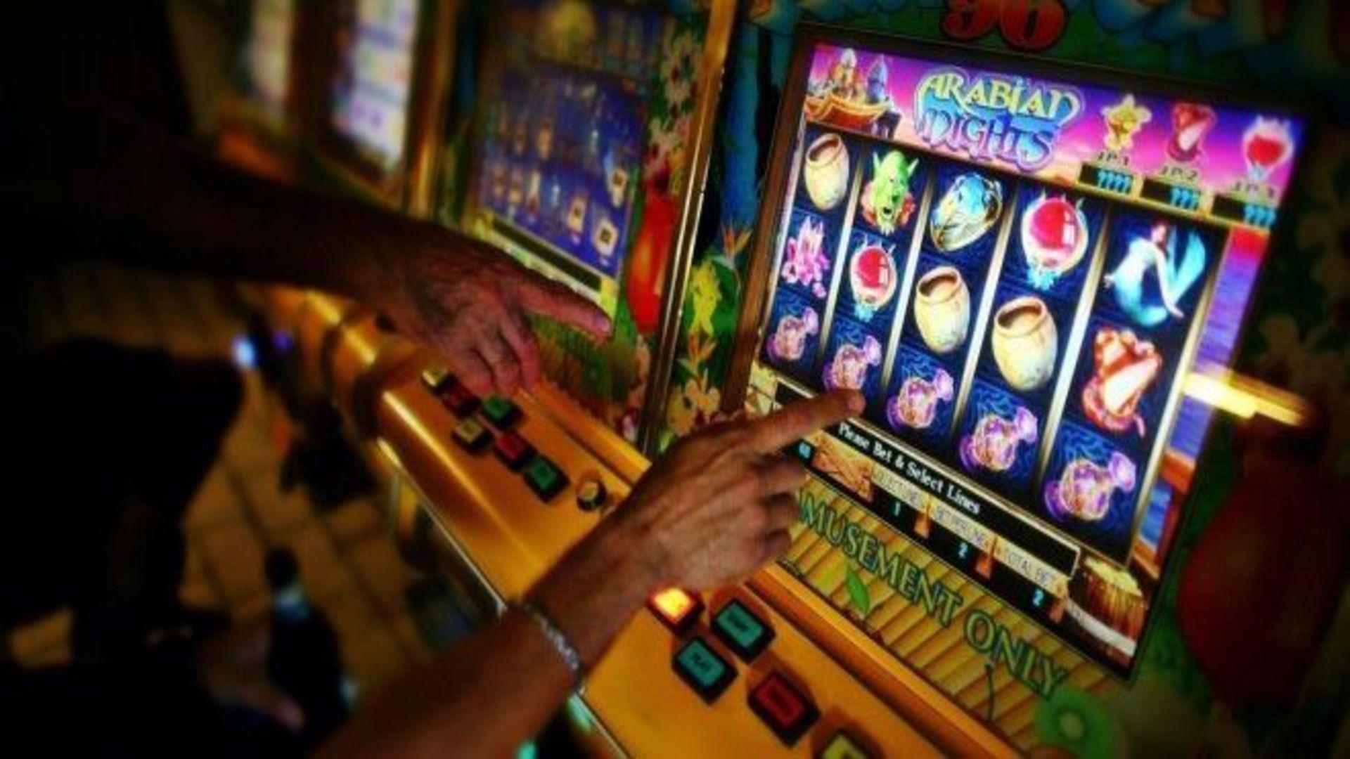 """Reguli noi pentru industria jocurilor de noroc. Patronii sunt în pericol: """"Vor trebui să plătească taxele și impozitele. Nu vor avea de unde!"""""""