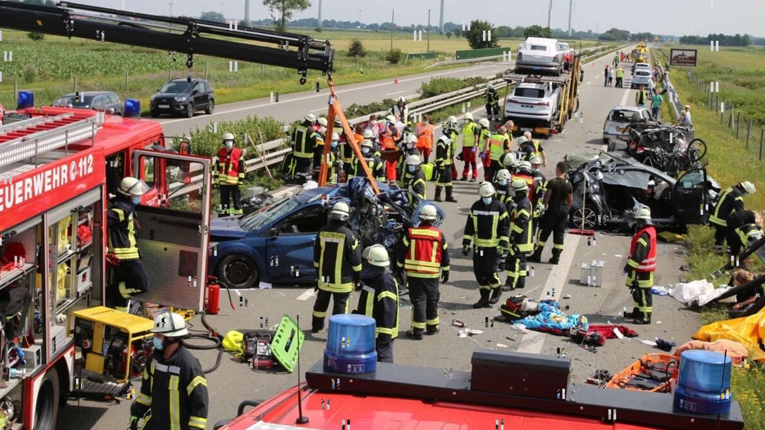 Un mort și 19 răniți într-un carambol în Germania