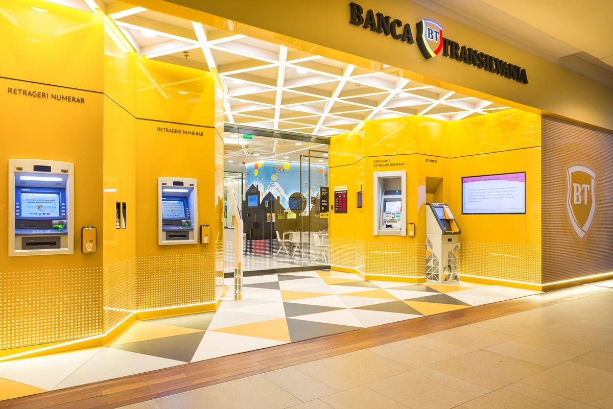 Umor și sarcasm desăvârșite! Ce i-a răspuns un român băncii care l-a pus să justifice de ce scoate banii din contul personal