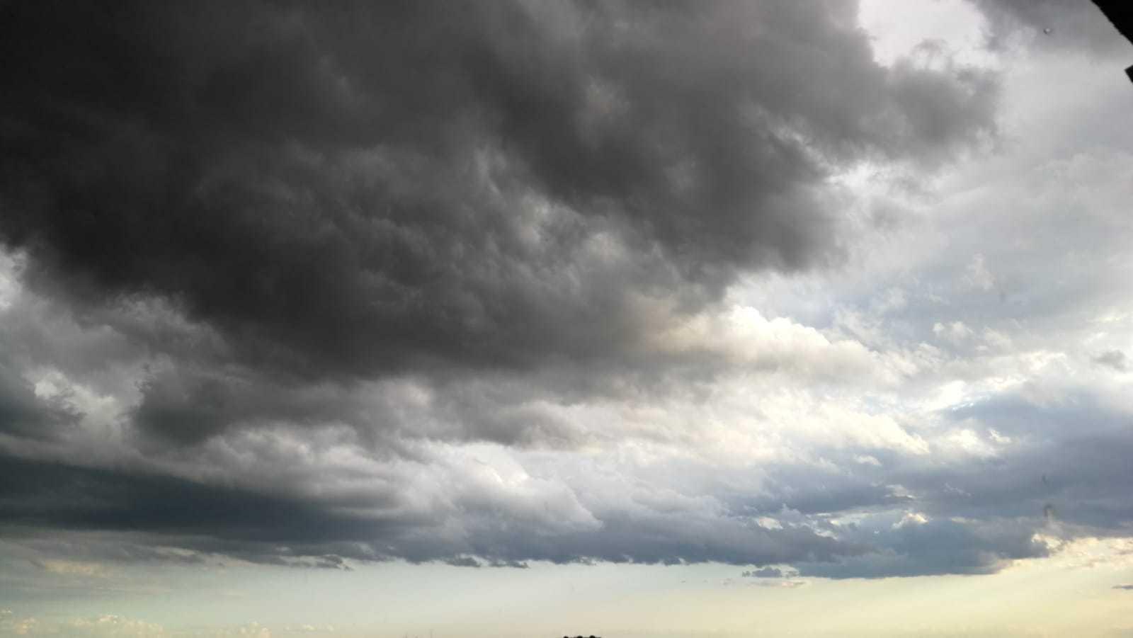 Avertizare meteo! Cod galben de furtuni în 29 de județe