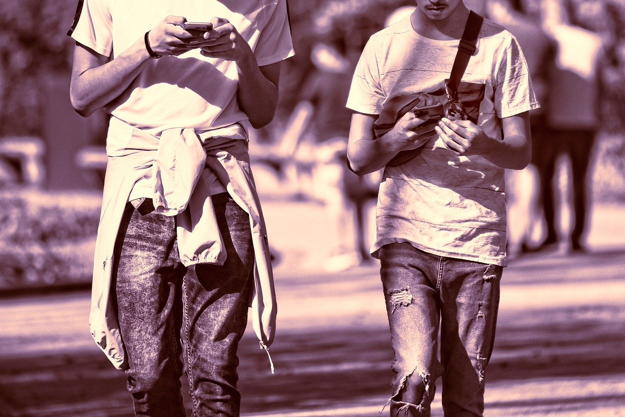Primul oraș din lume care a interzis folosirea smartphone-urilor în spații publice