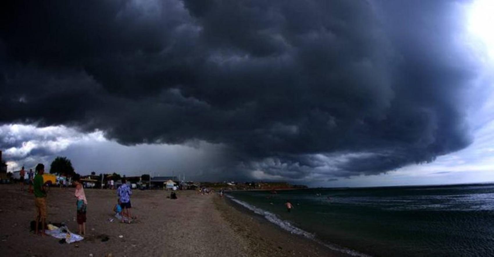 Furtună pe litoral. Un bărbat a dispărut în mare