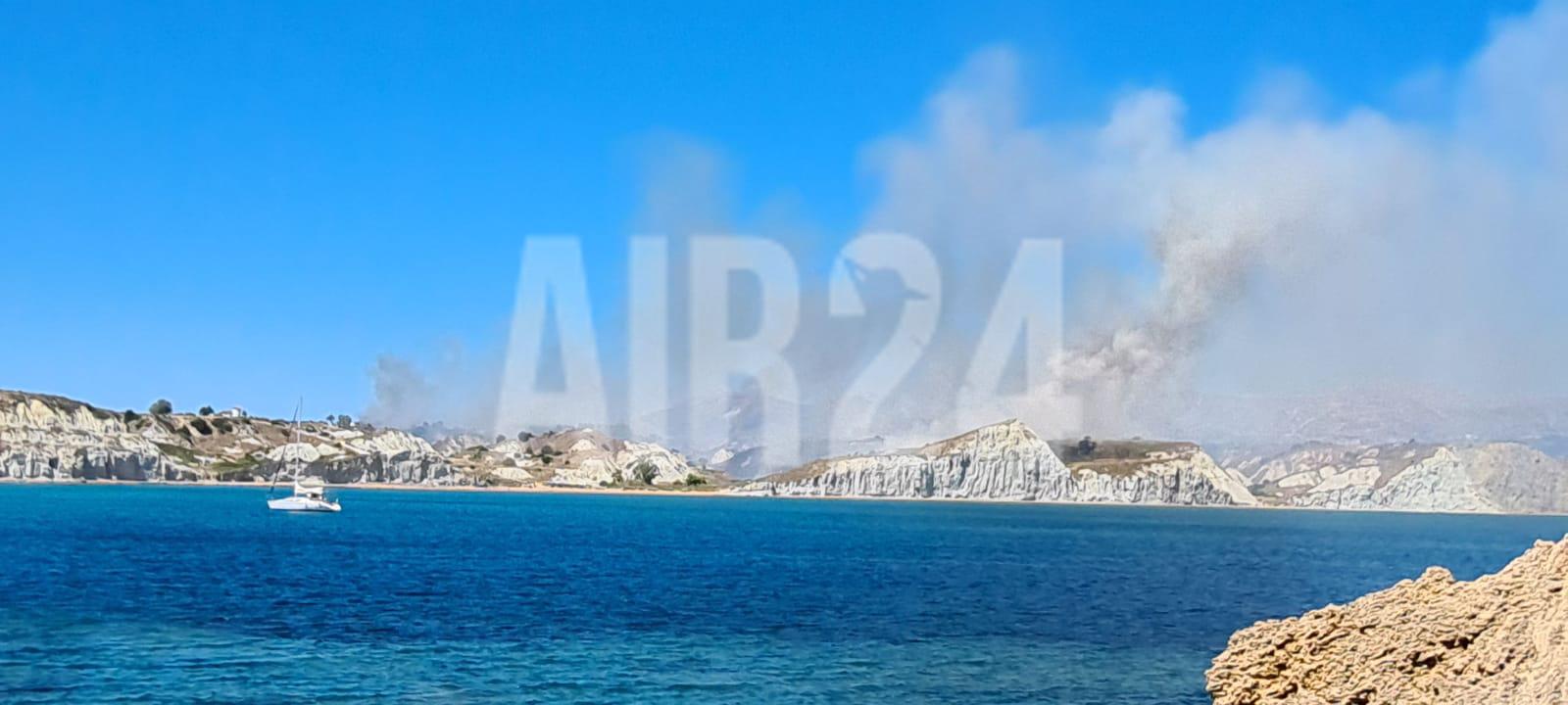 Incendiu uriaș în Grecia în două stațiuni pline cu turiști, inclusiv români
