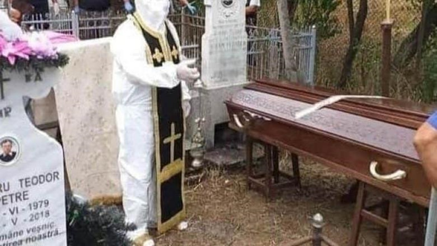 Cum s-a prezentat un preot la o înmormântare din Olt