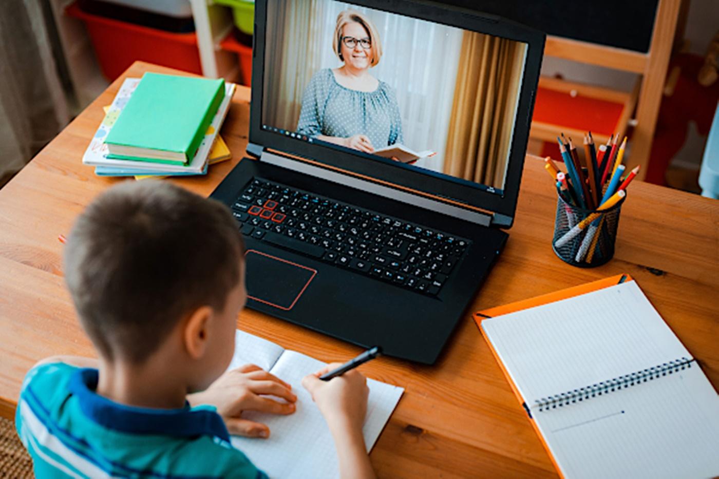 Comandă de tablete pentru școala online din toamnă
