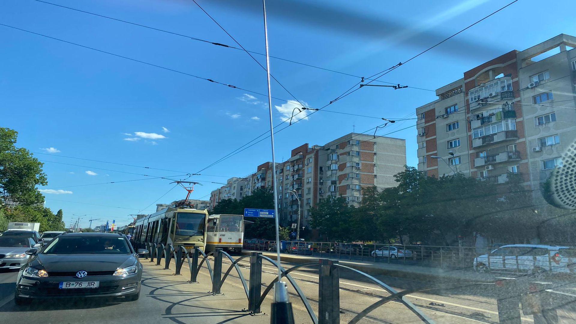 Circulația tramvaielor de pe liniile 1 și 45 din București, oprită. Defecțiuni din cauza căldurii