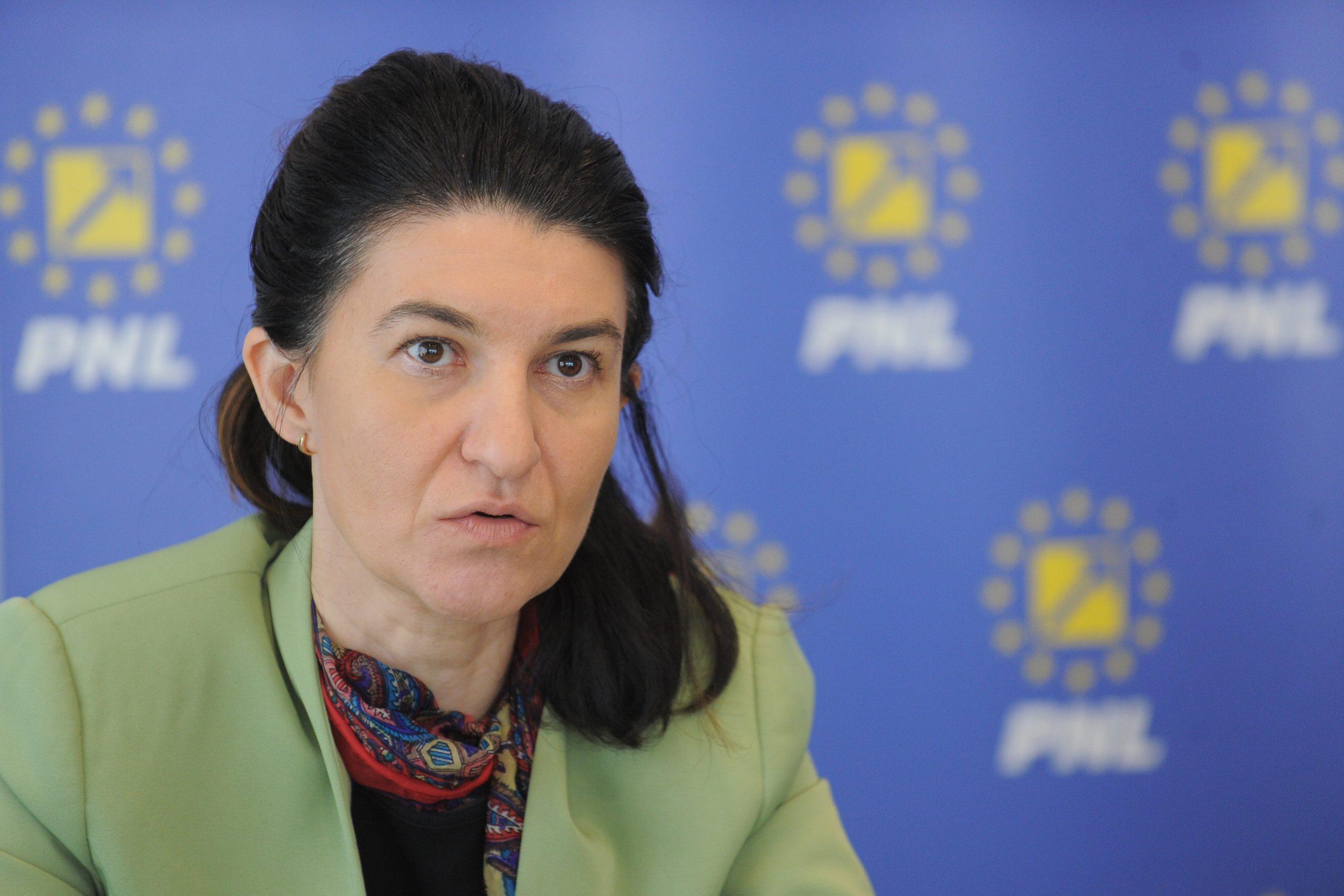 Acești români ar putea primi din nou șomaj tehnic. Anunțul Violetei Alexandru