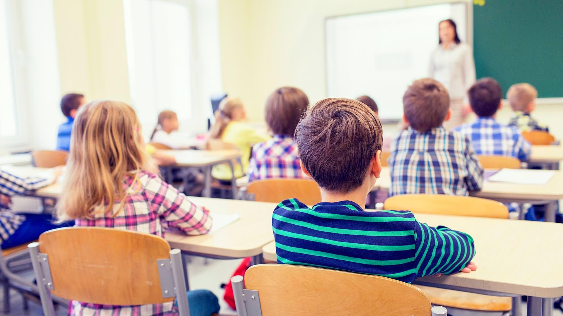 Plan de relansare economică: se acordă vouchere pentru elevi și pensionari