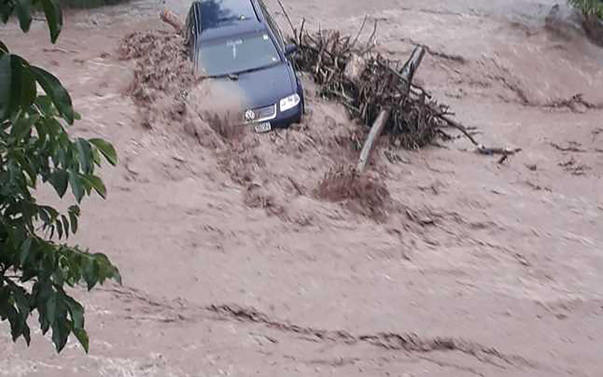 Cod portocaliu de inundații pe râuri din județele Alba și Hunedoara