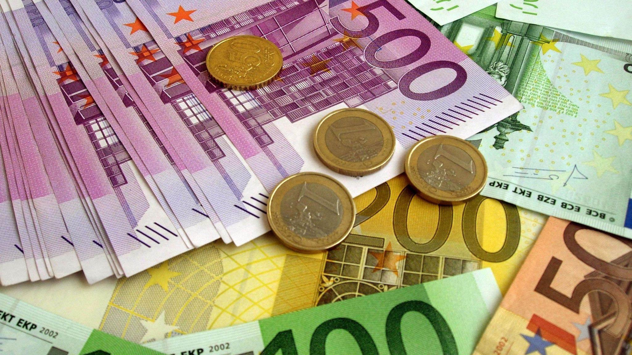 Curs valutar BNR 14 august 2020. Cât costă azi un euro