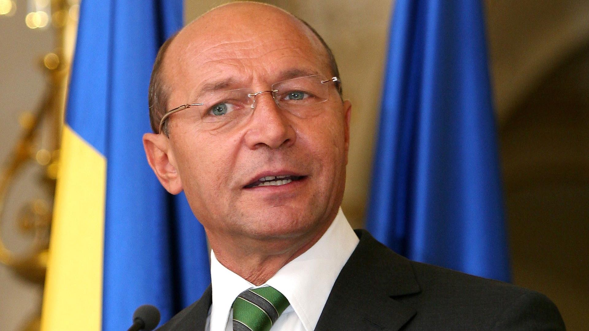 Traian Băsescu este oficial candidatul PMP la Primăria Bucureștiului. Vrea să schimbe numele partidului