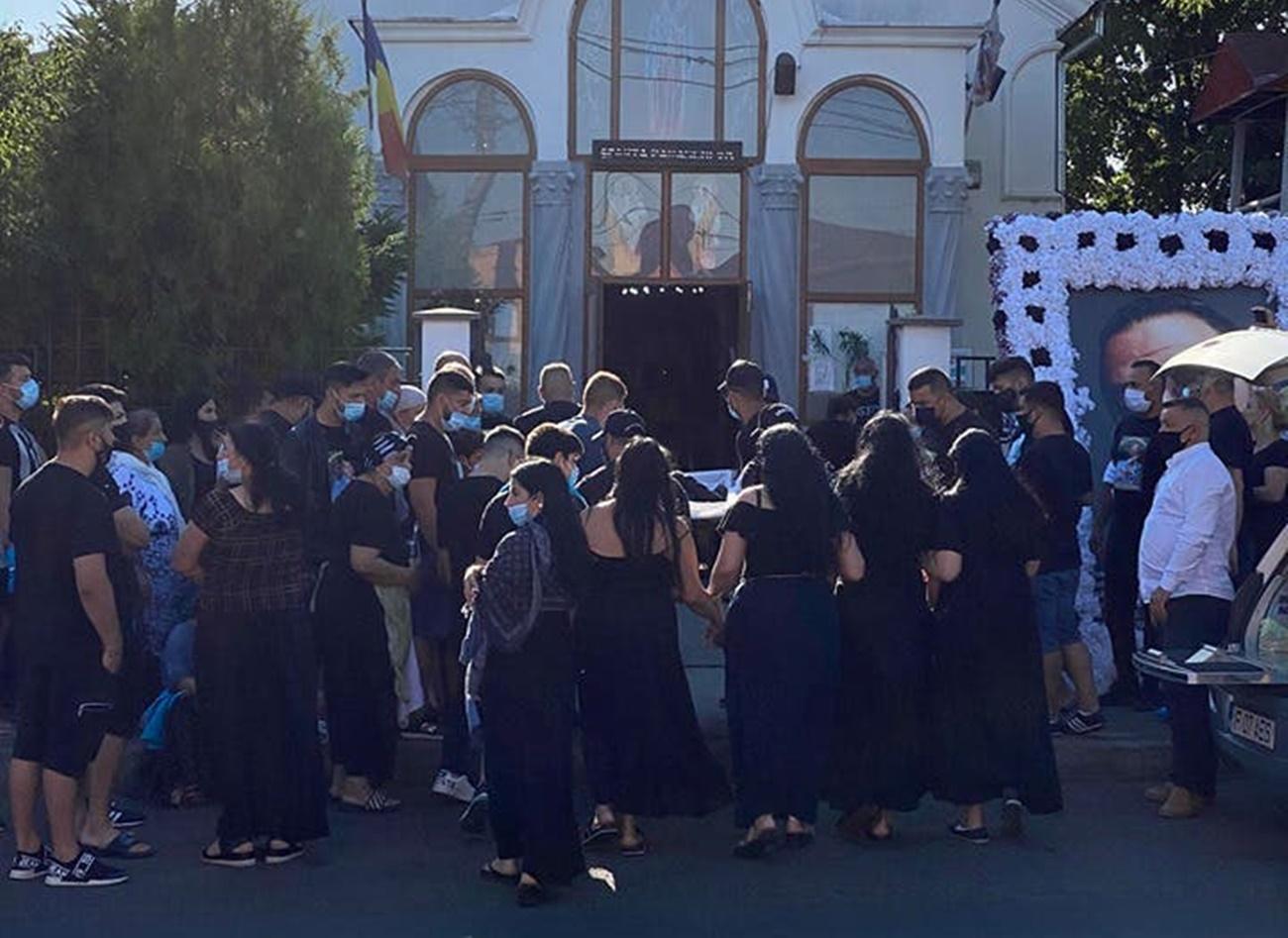 Au început funeraliile interlopului Emi Pian! Liderul clanului Duduianu este condus pe ultimul drum