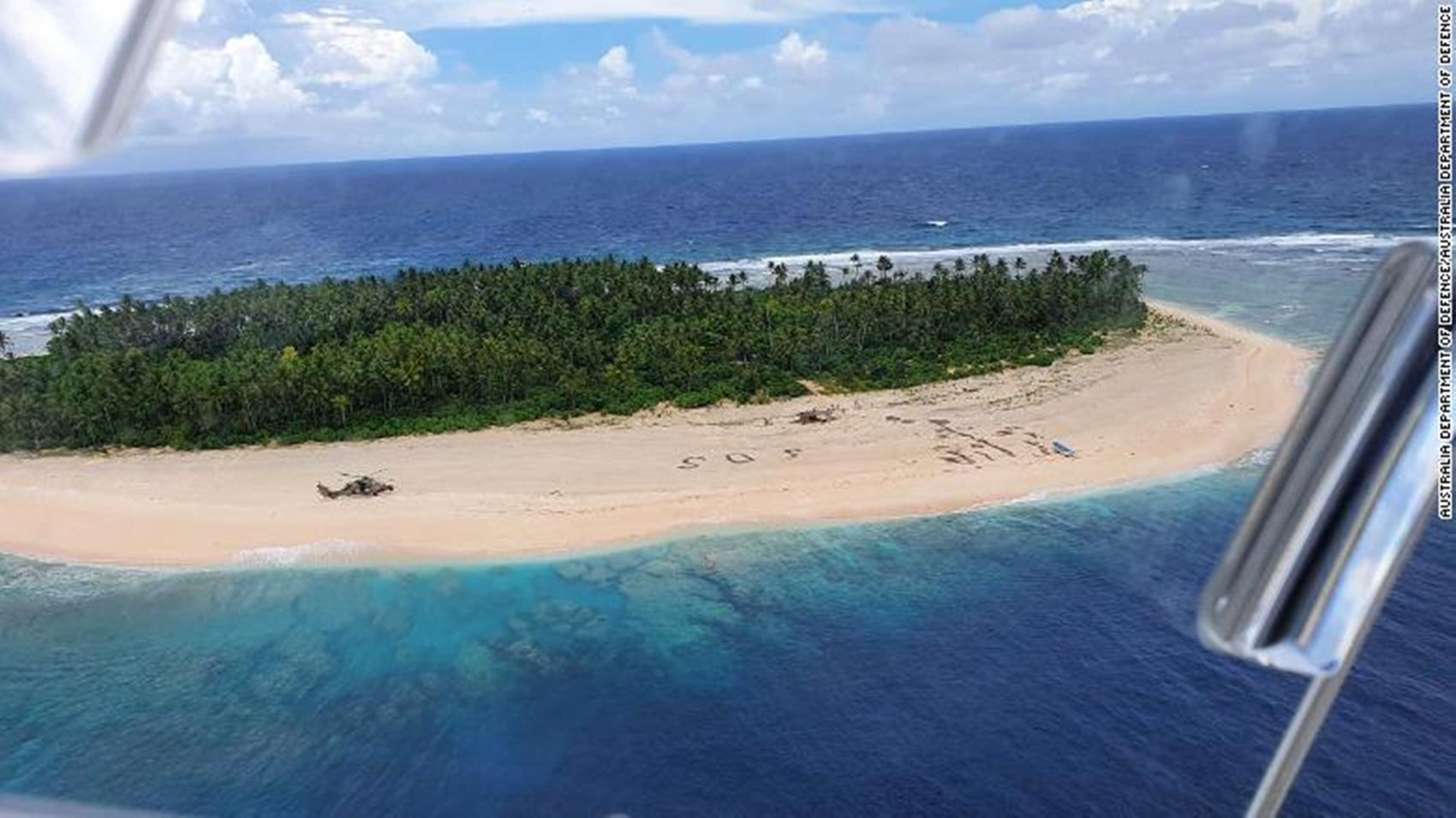 Trei marinari izolați pe o plajă pustie au fost salvați ca în filme. Cum au reușit să ceară ajutor