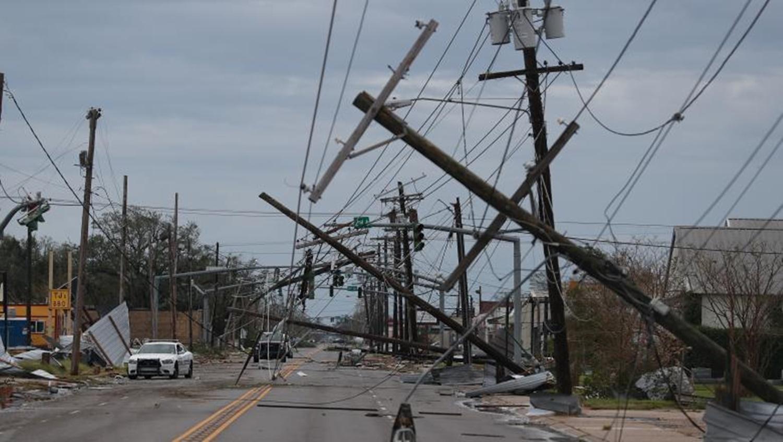 Uraganul Laura a măturat tot în două state americane! Sute de mii de case afectate