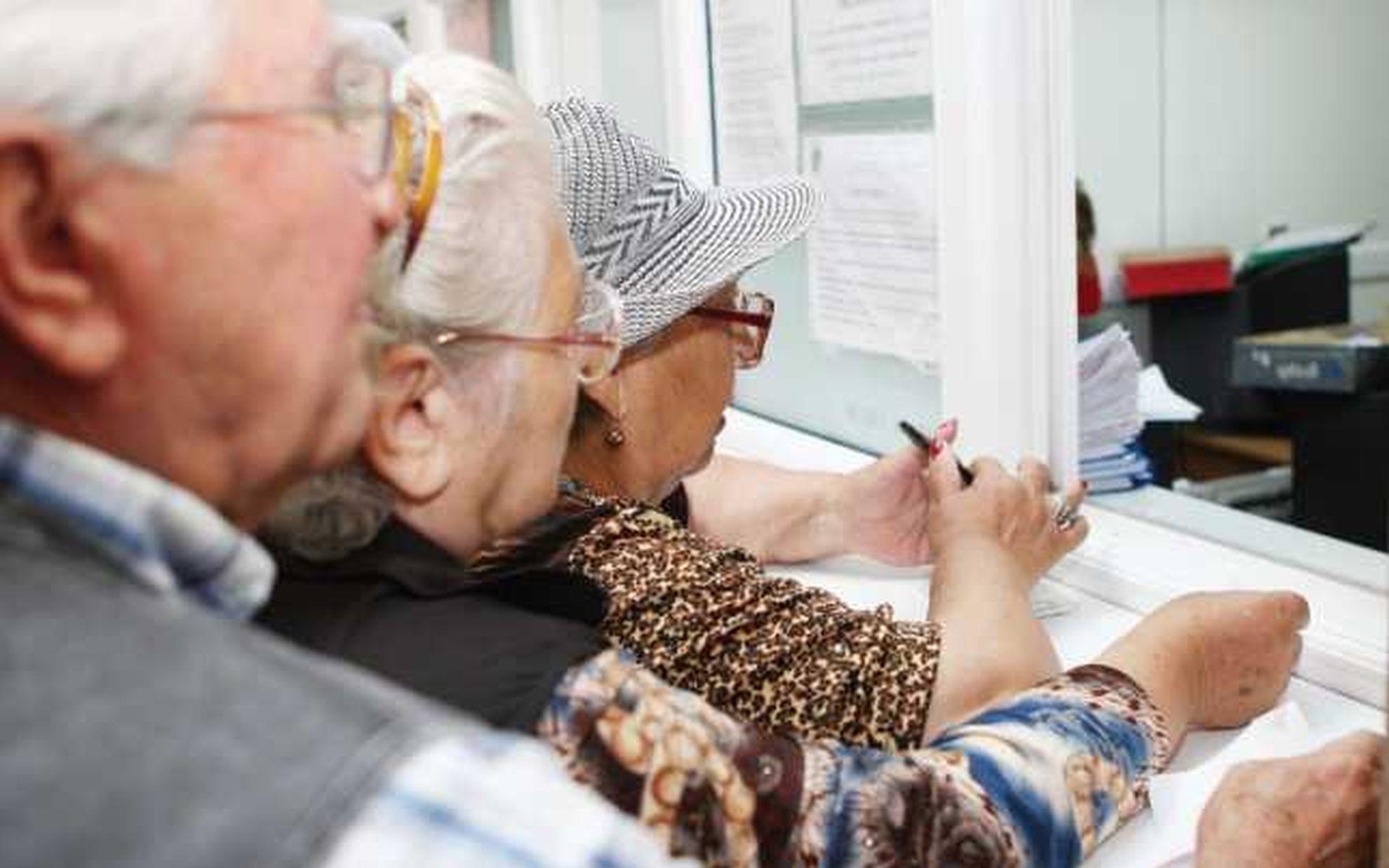 Aproape un milion de pensionari au primit indemnizaţie socială în luna august