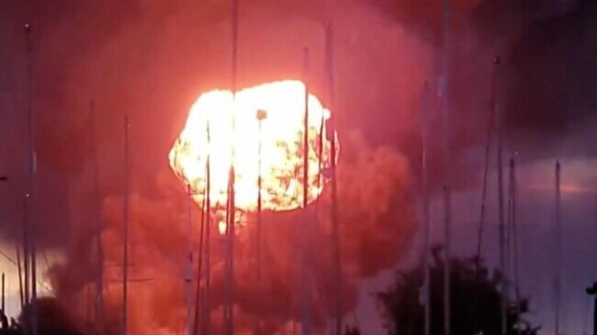 Explozie puternică în Anglia, urmată de un incendiu de proporții. Au fost evacuate 200 de persoane