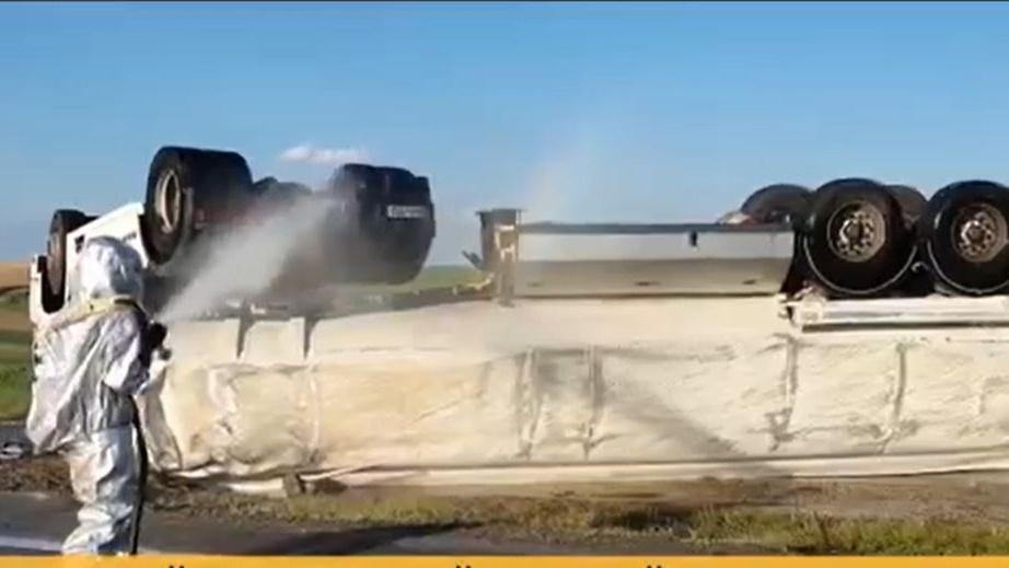 Pericol de explozie în România. O cisternă s-a răsturnat la Buzău. Ce conține