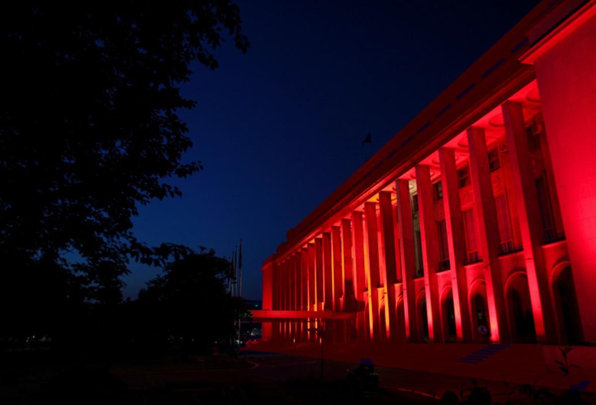 Două clădiri importante din București iluminate în roșu! Motivul este emoționant