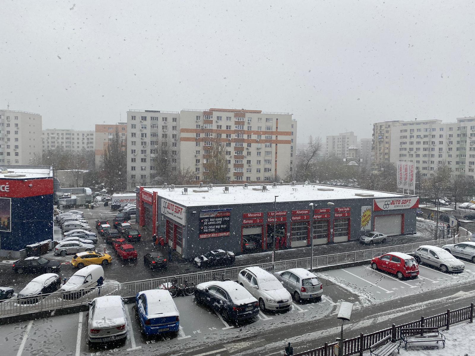 Ninge ca-n povești, coadă la service-urile auto pentru anvelopele de iarnă. Prețurile s-au dublat