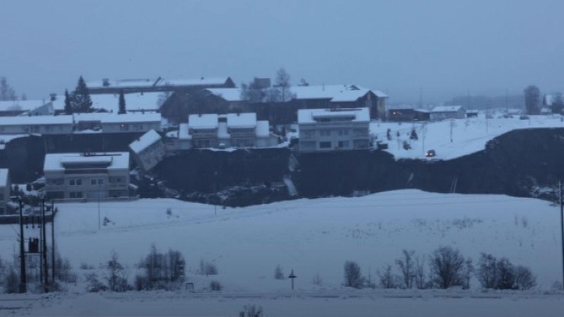 Dezastru în Norvegia. Sute de persoane evacutate și case distruse din cauza unei alunecări de teren