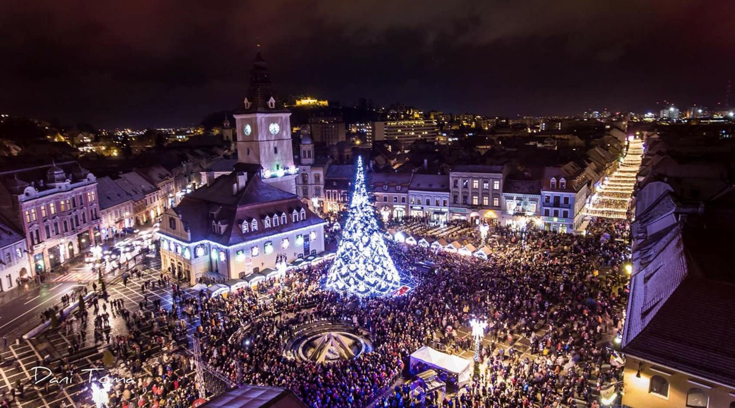 Brașov: S-a deschis Târgul de Crăciun din Piața Sfatului