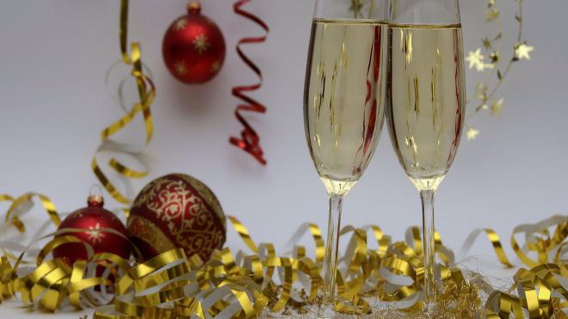 Tradiții de Revelion. Ce e bine să faci în noaptea dintre ani