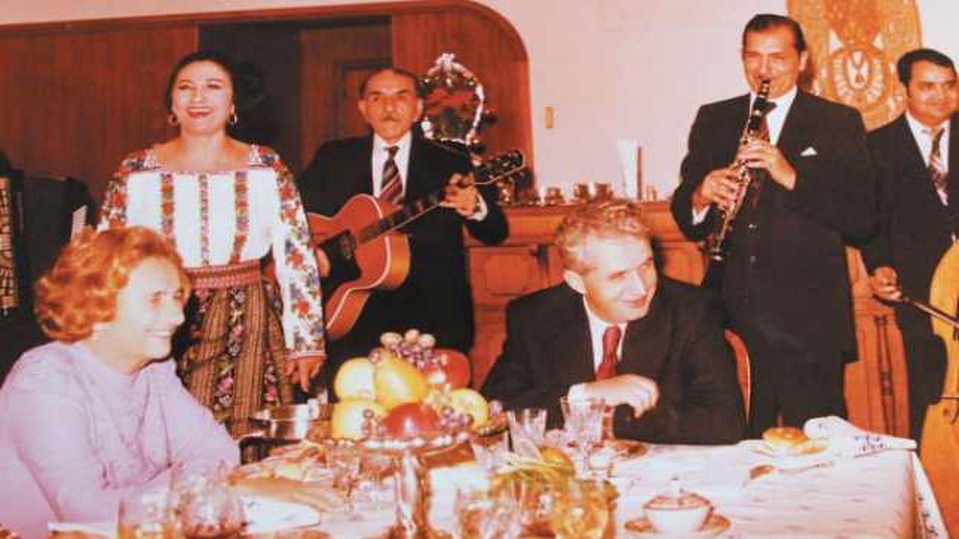 Cum petreceau Elena și Nicolae Ceaușescu de Revelion. Ce cadouri modeste primea soția dictatorului