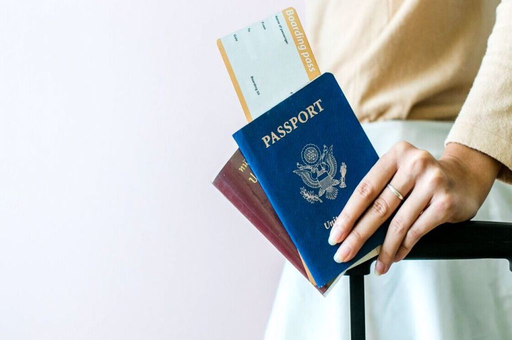 Anunț important pentru români! Două state europene primesc doar turiști vaccinați