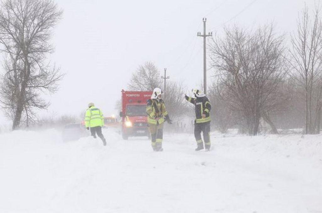 Cod galben de viscol. Trenuri supendate și trafic îngreunat din cauza zăpezii