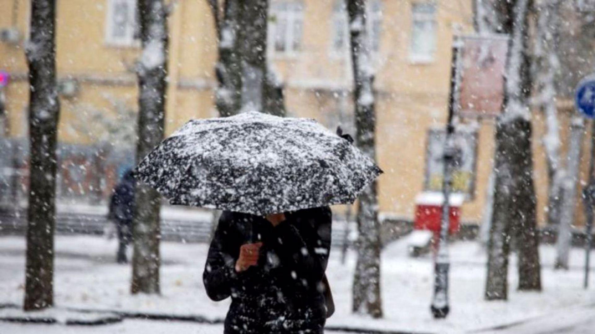 Prognoza meteo 8 ianuarie 2021. Ploi și ninsori în toată țara