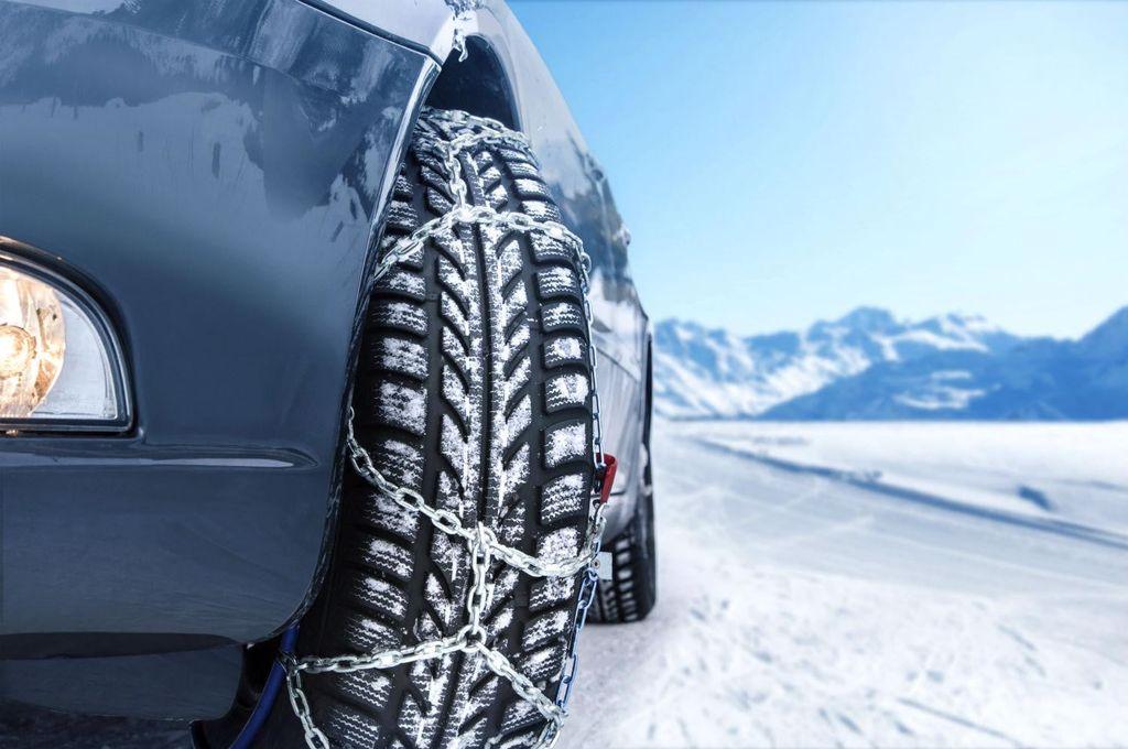 Sfaturi utile pentru șoferi. Cum îți pregătești mașina iarna, înainte de a pleca la drum