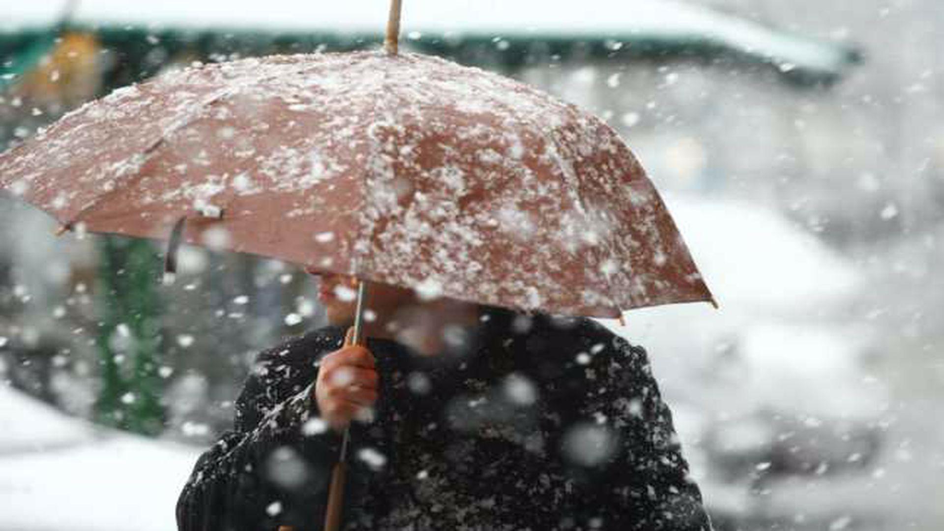 Vremea se schimbă radical. Iarna face prăpăd în toată țara