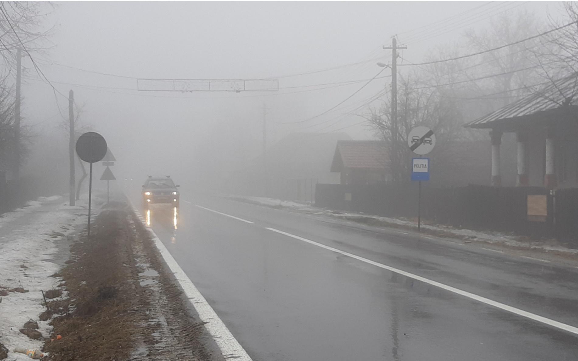 Polei și ceață în mai multe zone din țară. Șoferii atenționați să circule prudent
