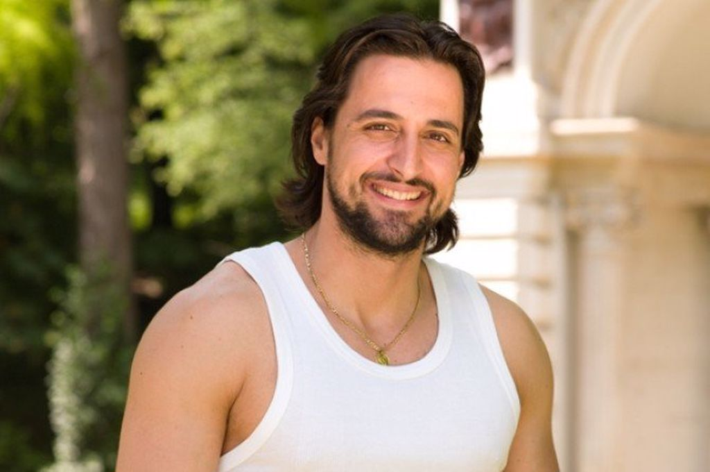 Cum arată Denis Ștefan, actorul din Inimă de țigan. Este în mare formă la 44 de ani