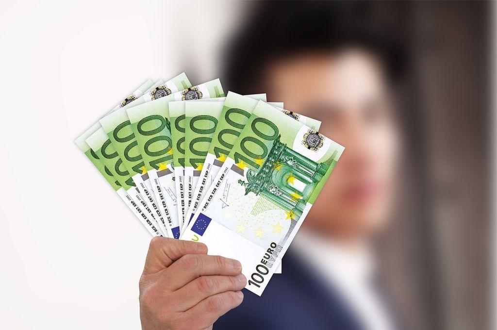 Curs valutar 11 februarie 2021. Ce se întâmplă azi cu euro